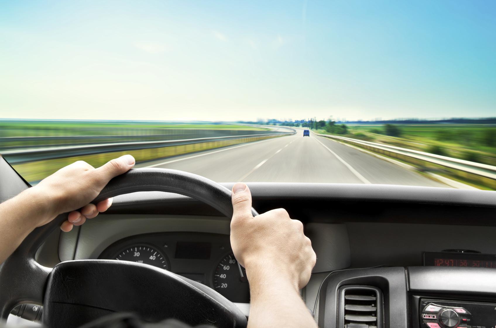 В каких случаях водитель может получить штраф за слишком низкую скорость