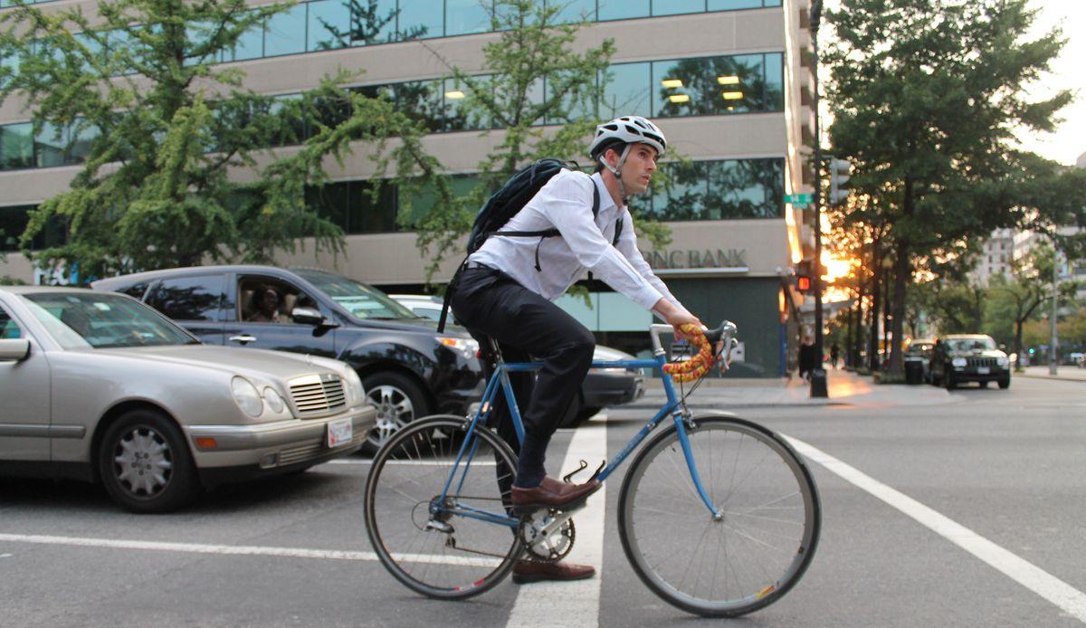ПДД для двухколесных: каких правил должны придерживаться в городе велосипедисты