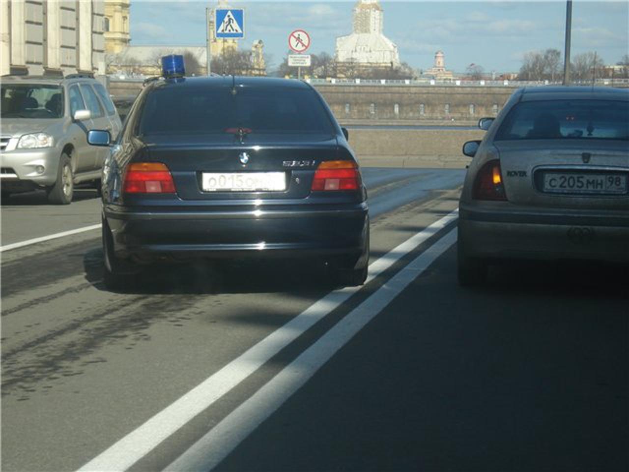 Хитрости автомобилистов: как избежать штрафа за наезд на сплошную
